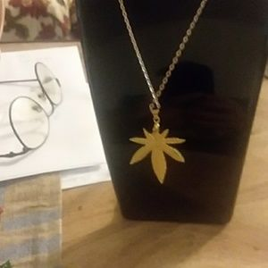 Jewelry - Gold weed necklace